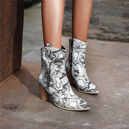 2019 botines para mujer con cremallera YMECHIC Plus Diseñador Tamaño de la cremallera de serpiente botas Vaquero de la impresión para el cuadrado de las mujeres altos zapatos de las mujeres del invierno del tobillo de arranque 2019 botines para mujer con cremallera baratos