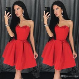 2019 vestidos vermelhos simples 2019 Vermelho Simples Querida Decote A Linha Homecoming Vestido Sem Mangas De Cetim Curto Vestido De Baile Mini Vermelho Vestido De Formatura vestidos vermelhos simples barato