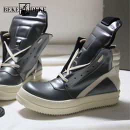 2019 zapatos de encaje lateral de los hombres casuales Botas altas Zapatos para hombre Botines Zapatillas de cuero genuino Zapatillas de deporte de lujo Botas de caballero Casual Lace Up Side Zip Zapatos de plataforma plana rebajas zapatos de encaje lateral de los hombres casuales