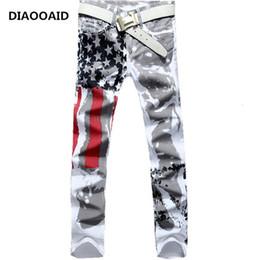 2018 Yeni Varış Erkekler Rahat Amerikan Abd Bayrağı Baskılı Kot Erkek Graffiti Baskı Beyaz Hip-Hop Moda Pantolon Slim Fit Pantolon Y190510 nereden