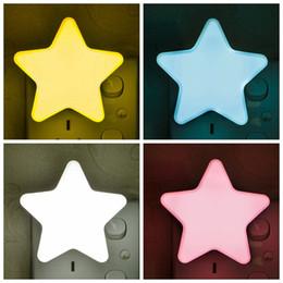 2019 luz automática da noite da parede Forma de estrela Luz de Parede Levou Piscando Lâmpada Luzes Da Noite Para As Crianças Festa Decoração do Quarto Sensor Automático Presentes de Decoração de Natal WX9-1105 luz automática da noite da parede barato
