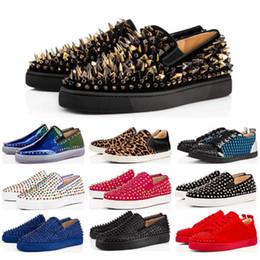 2020 zapatos de chocolate caliente Caliente nuevo diseñador de moda de la marca tachonado Spikes zapatos de los planos inferiores del rojo de zapatos de lujo de los amantes del partido de las mujeres de los hombres del cuero genuino de las zapatillas de deporte Tamaño 36-45 rebajas zapatos de chocolate caliente