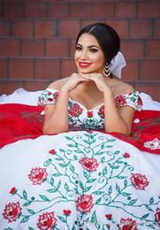 2019 mejor vestido corto rojo Elegante fuera del hombro Vestidos de quinceañera con encaje Bordado de satén Con cuentas En capas Volantes Vestidos de fiesta Tren de baile Fiesta de baile Vestidos de princesa