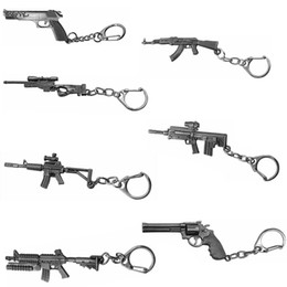 Llaves de ametralladora online-Hot Pins Classic Shooting Game Gun Llavero Submachine Machine Sniper Revolver AK 47 M16 Desert Eagle Charms Metal Llavero Joyería