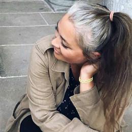 longo cabelo humano reto ponytails Desconto Mulheres rabos de cavalo de cabelo longos retos cinza envoltório em torno de extensão de rabo de cavalo pedaço de cabelo humano clipe em extensões de cabelo (em linha reta, cinza prata)