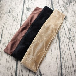 2019 bufanda de terciopelo negro Trendy Velvet Wig Grip Bufanda Diadema Bufanda Banda para el cabello Ajustable Fastern Peluca Beige Café Negro Accesorios para la cabeza Accesorios bufanda de terciopelo negro baratos