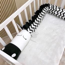 Sala de crianças brancas on-line-2 M / 3 M Bebê Travesseiro Recém-nascidos Berço Cama Bumper Black White Zebra Crianças Cama Segurança Crash Barreira Almofada Decoração Da Sala Dos Miúdos Brinquedos