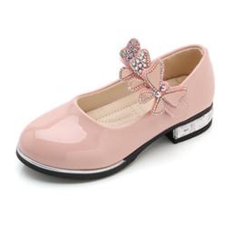 sapatos de couro para a escola Desconto Sapatas das meninas dos miúdos bowknot strass sapatos de couro meninas da escola dress sneakers primavera outono festa de casamento vestido de sapato para meninas y19051504