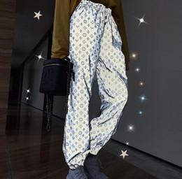 2019 сексуальные горячие женщины 2019 летние новые флуоресцентные рефлекторные шорты повседневная мода эластичная высокая талия дикие серебряные светящиеся прямые брюки