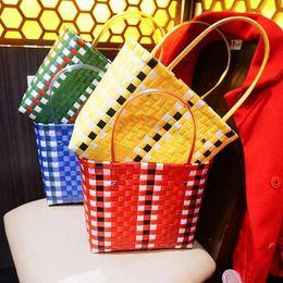 2020 gewebte rattan-einkaufstasche Designer Bambus Stroh Taschen für Frauen Bunte Woven Wicker Handtaschen Rattan Damen Totes große Kapazitäts-Sommer-Strand-Taschen günstig gewebte rattan-einkaufstasche