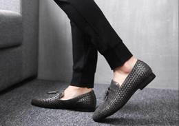 Men s burgundy dress shoes online-Zapatos de vestir de hombre Cuero genuino de vaca brogue Zapatos de boda para hombre zapatos planos casuales zapatos negro borgoña oxford s para hombres primavera
