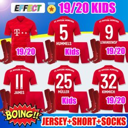 Meias garoto de futebol on-line-Novo 2019 2020 Bayern de Munique Crianças Camisas de Futebol 19 20 Juventude Meninos Kits Para Casa JAMES LEWANDOWSKI MULLER KIMMICH HUMMELS Camisas de futebol Kit Meias