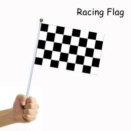 Blanco rojo a cuadros online-Racing Red y blanco rejilla Señales de mano Banderas a cuadros Banderas de mano a cuadros 14 * 21 cm banner Con asta de bandera Festival Decoración