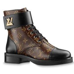 Botas viejas de cuero online-Europa y los Estados Unidos 2019 cuero y del invierno del otoño de la nueva manera Martin botas viejas flores corto botas de las mujeres gruesas botas