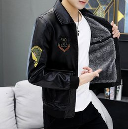 2020 chaquetas de cuero para hombres 2019 Cuero Otoño Invierno hombre caliente de la capa más el tamaño de chaqueta de cuero de paño grueso y suave de los hombres de diseño de vuelos chaquetas de la manera de M-4XL rebajas chaquetas de cuero para hombres