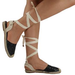 704e3fecfe604 Nouvel été chaussures de travail femmes sandales cheville croix sangle rome  style sandales dame femelle paille bout rond plat casual chaussures à  sequins ...