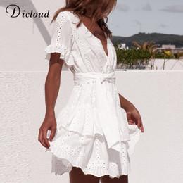 Frauen beiläufige kleider weiße baumwolle online-Weiß-Stickerei-Baumwollkleider Sommer-Frauen schließen Hülsen-beiläufige Strand Sundress Sexy V-Ausschnitt aushöhlen Minikleid Drop Shipping