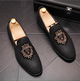 Schwarze malen schuhe männer online-Chaussures Men Embroidery Loafers gold schwarz Smoking Slipper Schuhe Elegant Party Dress Flats Blumen Painted Casual Shoes P13