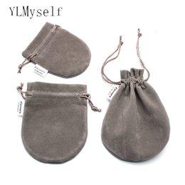 Pochettes d'emballage 3 taille (doit commander avec) pochettes en velours doux de haute qualité gris pour anneau boucles d'oreilles bracelet penant Bijoux emballage ? partir de fabricateur