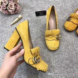 Sandalen fransen online-2019 Marke Wildleder High Heels Pumps mit G-Hardware-Detail am Umschlag mit Fransen Modefarben Damen Sandalen