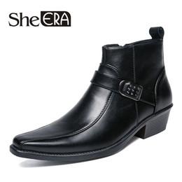 Spitze stiefel marken für männer online-39-44 Marke Männer Stiefel Top Qualität gut aussehende bequeme Retro Lederfeder Stiefel spitze Zehe med Ferse Männer Schuhe