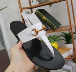 Senhoras moda flip flop flats on-line-Mulheres Designer de Sapatos de Couro Genuíno de Luxo Deslizamento de Verão Moda Plana Chinelo Escorregadio Flip Flop sandálias da senhora tamanho 35-45