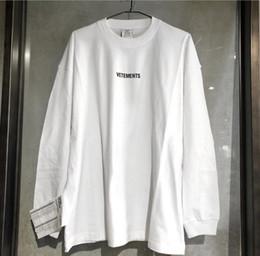 Этикетки футболки онлайн-2020ss Vetements Logo Вышивка Стиральная Этикетка Sitiching Женщины Мужчины футболки футболка Хип-Хоп Негабаритных Мужчин Хлопок Футболка с длинным рукавом