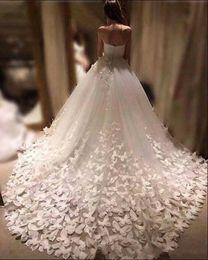 2019 anmutiges modernes brautkleider 2019 Neue Mode Brautkleider Gericht Zug 3D Floral Appliques Schmetterling Brautkleider Tüll Schatz Maßgeschneiderte Brautkleider