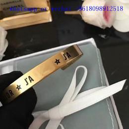 Braccialetto d'amore del rame online-Vendita calda nuovo 2019 Gioielli di moda in rame con materiale originale braccialetto aperto D lettera di marca gioielli braccialetto d'amore con cofanetto originale