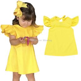 2019 vestiti gialli di estate dei capretti INS Neonate vestito giallo bambini Volare manica Bow principessa abiti 2019 estate Fashion boutique Abbigliamento bambini C5696 sconti vestiti gialli di estate dei capretti