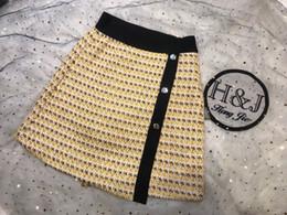 Guarnição tecida on-line-Saias de verão femininas, saia amarela em tecido, estampado contrastante, letras enfeitadas, botões entalhados, pequenas fragrâncias vintage