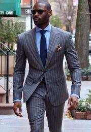 pieza de esmoquin gris Rebajas Brand New Gray Stripe Mens Wedding Tuxedos Populares Groomsmen Tuxedos Hombre Blazers Chaqueta Excelente 2 piezas Trajes (Jacket + Pants + Tie) 452
