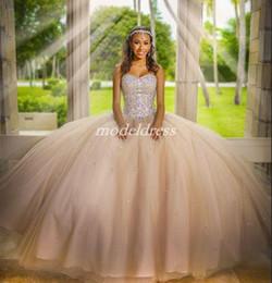15 vestidos de corset de cristal on-line-Cristal Champagne Quinceanera Vestidos 2019 Sweet Heart Corset Major Beading Sweep Trem Prom Party Vestidos Para O Doce 15 vestidos de 15 anos