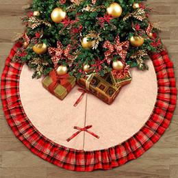 Gonne per alberi di Natale Bowknot Patchwork Tappetino per la casa Reticoli rossi Lino Ornamento Forniture per festival Decorazione ZZA1115 12 pezzi da regali svegli all'ingrosso stock all'ingrosso fornitori