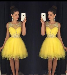 Argentina Sparkle Short Yellow Prom Dresses 2019 A Line Sheer Neck Crystal Beaded Longitud de la rodilla Vestido de Fiesta Vestidos de fiesta supplier yellow knee length prom dress Suministro