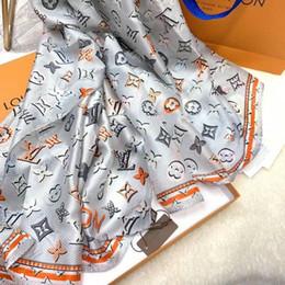 Billige schals verpackt online-Günstige förderung Luxus Seidenschal für Frauen Sommer Designer Volle Logo Grüne Blumen Blume Lange Schals Wrap mit Umhän