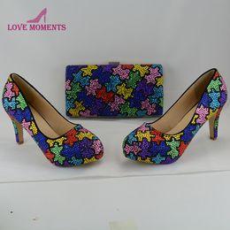 Correspondência sapatos de salto alto sapatos de embreagem on-line-Sapatos de casamento lindo Mix strass combinando com Clutch Bag 3 Inches High Heel sapatas do partido personalizado Festa Festival Bombas