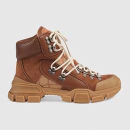 Bottes grandes tailles femmes en Ligne-Martin bottes femme chaussures de sport à semelles épaisses designer luxe bottes en cuir boucle en métal chaussures hommes dames bottes courtes grande taille 35-45 US11