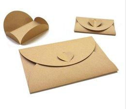 Buste farfalla online-Nuovo ufficio Farfalla Fibbia Buste di carta kraft Amore Retro fibbia Busta Carta Invito Busta Vacanza