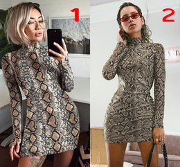 2019 robe pu manches longues 2019 Sexy Snake Pu Gaine Moulante Slim Casual Robe Pour Femmes Col Haut Manches Longues Vintage Party Cocktail Robe FS5289 robe pu manches longues pas cher