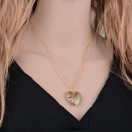 Золотые подвески из полого сердца онлайн-Позолоченный золотой полый в форме сердца кулон ожерелье женщины ювелирные аксессуары симпатичные фото коробка N475