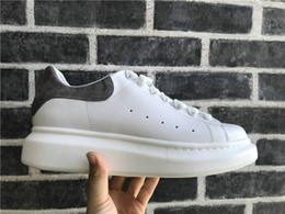 лучшие женские туфли на платформе Скидка Мужчины Женщины Повседневная обувь Мода Роскошные дизайнерские кроссовки шнуровке обувь для ходьбы дешевые лучший серый замши платформы кроссовки