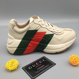 2019 zapatillas de deporte a prueba de agua para mujer Zapatillas Rhyton de cuero para hombre con zapatos de impresión para mujer de diseño Clunky Plataforma de altura creciente Zapatos ocasionales impermeables con BoxLLL2 rebajas zapatillas de deporte a prueba de agua para mujer
