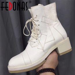 2019 botas de club nocturno FEDONAS Quality Horse Skin Brand Botines de mujer Botas cortas cálidas de invierno Moda Night Club Zapatos Mujer Tacones cuadrados botas de club nocturno baratos
