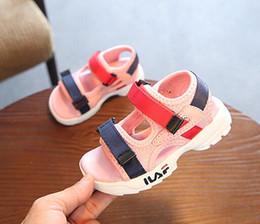 5210a4466 обувь для девочек 11 лет Скидка Девушки Бренды Летние Сандалии Детские  Мягкие Подошвы Пляжные Сандалии 1
