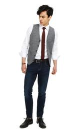 Vestito di estate grigio chiaro online-2019 Vintage Light Grey Mens Suit maglia sottile sposo Plaid Gilet Cappotti Primavera Autunno Estate cerimonia nuziale degli uomini Plus Size