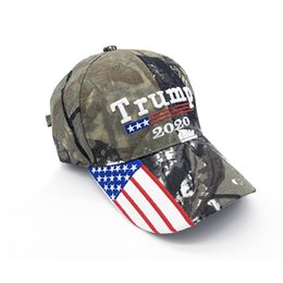 3d stickerei hysteresen Rabatt Camouflage Donald Trump Hut USA Flagge Baseball Cap Keep America Great 2020 Hut 3D Stickerei Stern Brief Camo einstellbare Snapback FFA1850