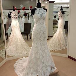 robes de mariée couvertes de dentelle de cou de licou Promotion 2019 Robes de mariée sexy en dentelle pure jusqu'au cou en dentelle avec licou au dos licol arrière en balayage des robes de mariée avec boutons recouverts au dos