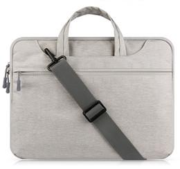 13 maniglia del sacchetto del computer portatile online-Custodia per laptop Borsa per MacBook Air 13 pollici 11 Pro Retina 12 13 15 Borsa per notebook con tracolla a tracolla 14 15.6 '' Laptop