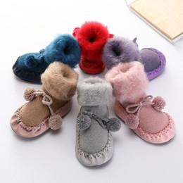 Calcetines calientes online-calcetines de piel sintética del bebé pompón arcos calcetín con cordones infantil suave niño lana invierno cálido calcetines de tobillo